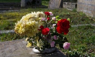 Flowers-on-a-grave-007
